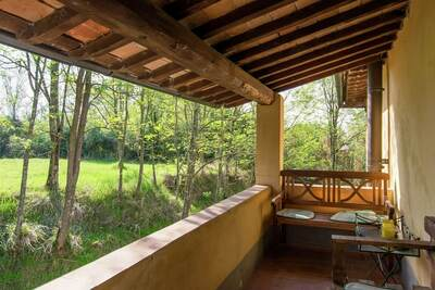 Ferme spacieuse à Ghizzano avec piscine
