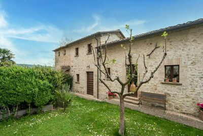 Charmante ferme avec piscine en Ombrie