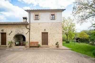 Ferme spacieuse avec piscine à Città di Castello