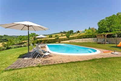 Vaste maison de vacances avec piscine à Città di Castello