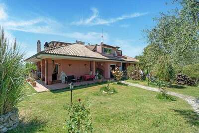 Charmante Villa avec piscine à Monterotondo en Italie