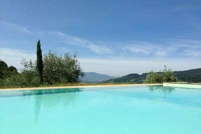Maison de vacances moderne avec piscine à Pescia, Toscane