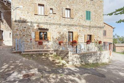 Maison de vacances boutique avec terrasse à Sorano