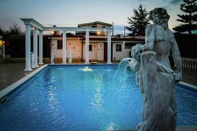 Villa moderne avec piscine privée à Anzio en Italie