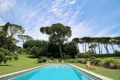 Luxueuse villa à Manziana avec piscine