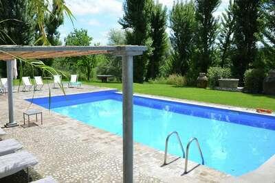 Villa spacieuse avec piscine à Sermugnano