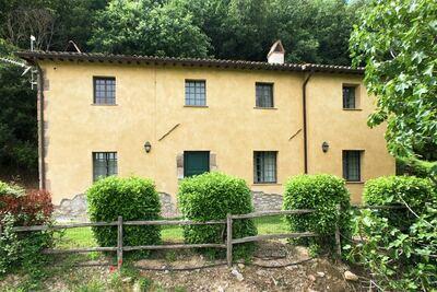 Villa rustique avec piscine commune située à Sermugnano