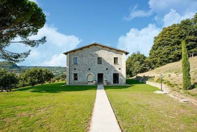Vieille Villa à Sermugnano avec piscine à débordement