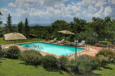 Villa spéciale avec piscine privée, belle vue, près du borgo Ficulle