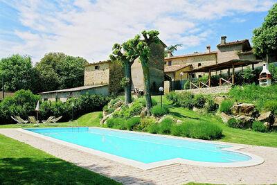 Appartement dans la vallée du Tibre avec pelouse fermée