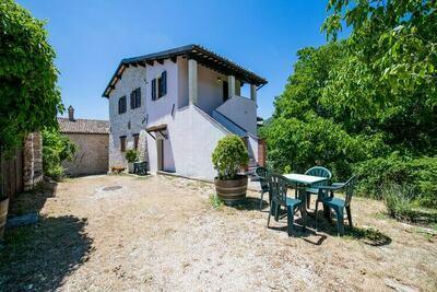 Maison de vacances calme avec piscine à Sellano