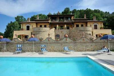 Demeure de luxe à Collazzone avec piscine