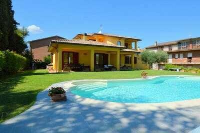Maison de vacances de style rustique en Ombrie avec piscine