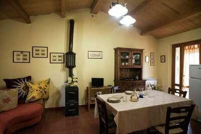 Maison de vacances contemporaine à Paciano avec piscine