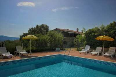 Une belle maison de campagne avec piscine à Paciano