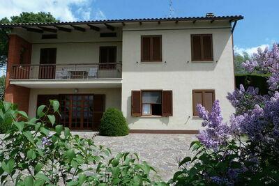 Jolie maison de vacances avec jardin à Magione