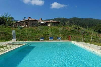Ferme pittoresque à Passignano avec piscine