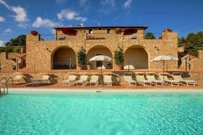 Charmante villa à Tuoro sul Trasimeno, avec piscine