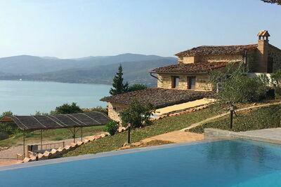 Villa provinciale à Magione (Italie), avec piscine privée