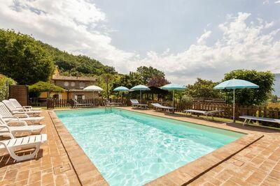 Belle maison de vacances à Assise avec piscine