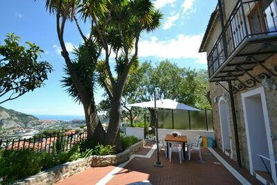 Maison de vacances moderne avec vue sur la mer à Vintimille