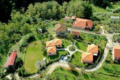 Vaste maison de vacances à Bolano avec piscine partagée