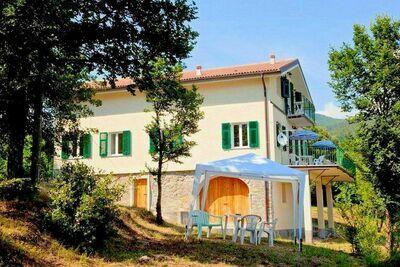 îte moderne à Sesta Godano avec terrasse