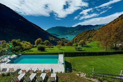 Chalet vue lac en Lombardie avec piscine