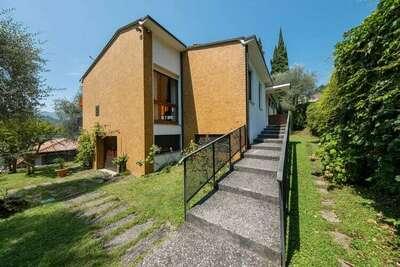 Villa spacieuse à Sale Marasino avec vue sur le lac