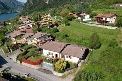 Maison de vacances cosy avec jardin privé à Idro, Lombardie