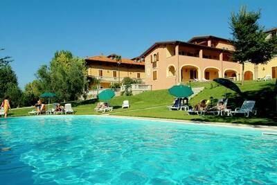Belle maison de vacances à Manerba del Garda avec piscine