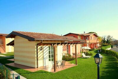 Jolie maison de vacances avec piscine à Manerba del Garda
