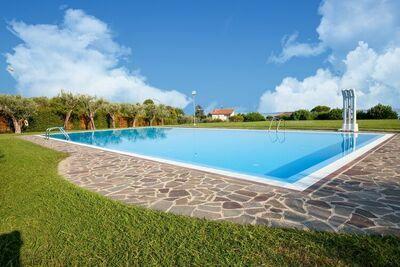 Maison de vacances moderne avec piscine à Moniga del Garda