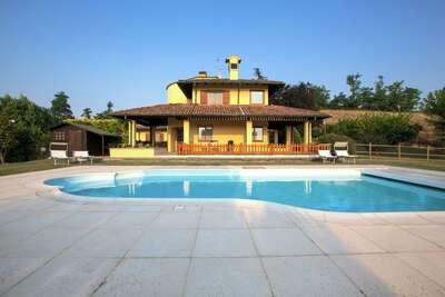 Villa indépendante à Santa Maria della Versa avec piscine