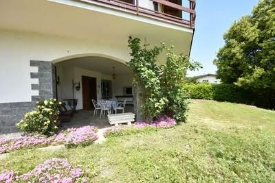 Villa élégante à Meina avec jardin privé