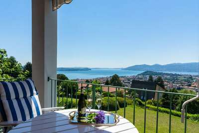 Maison de vacances de luxe à Verbania avec balcon