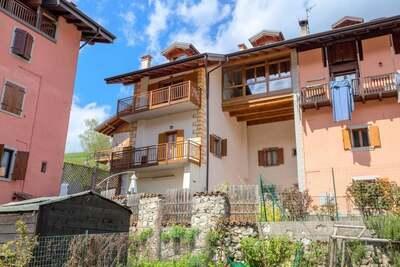 Elégante maison de vacances, mobilier moderne près lac Ledro