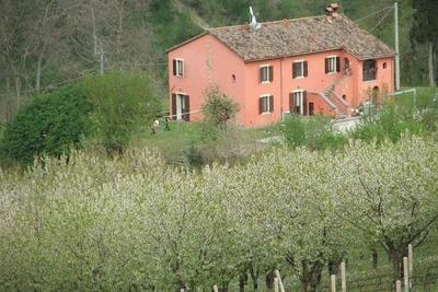 Maison de vacances confortable à Tredozio, avec barbecue