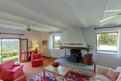 Vaste villa à Tredozio en Toscane avec vue panoramique