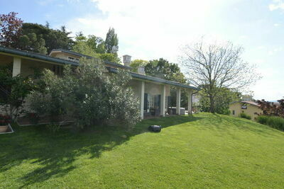 Villa spacieuse à Gemmano avec jardin