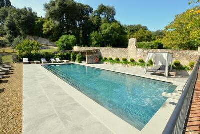 Gîte paisible avec piscine à San Donato in Collina