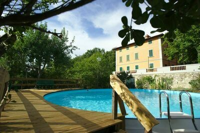 Maison de vacances paisible avec piscine à Montefiridolfi