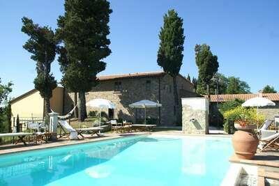 Grande maison de vacances avec piscine à Montecarelli
