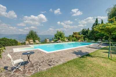 Maison de vacances de luxe avec terrasse privée à Vicchio