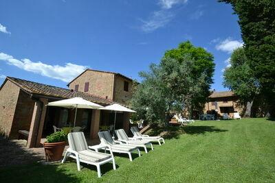 Grande maison de vacances avec piscine à Montaione