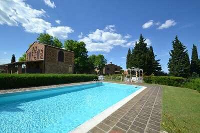 Appartement spacieux avec piscine à Montaione Italie