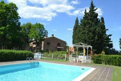 Appartement paisible avec piscine à Montaione Italie