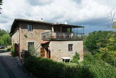 Maison de vacances ancienne à Montaione avec piscine