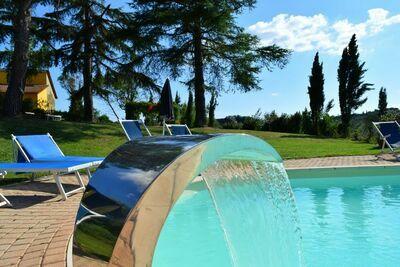 Maison de vacances moderne à Vinci, avec piscine