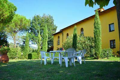 Longère spacieuse avec piscine à Vinci en Italie